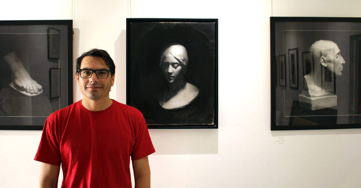 Professor Agustìn Incicco in der Face Frames Gallery in Gibraltar